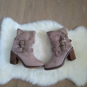 SM NEW YORK Faux Fur Boots Size 8